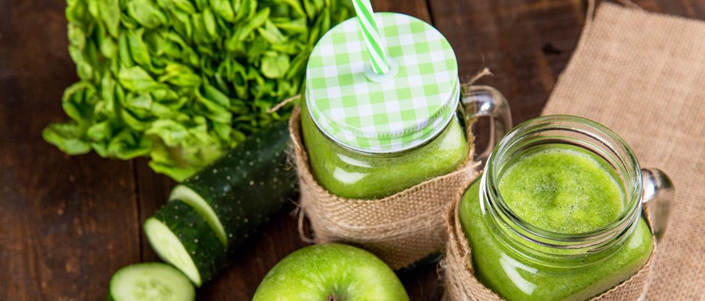 Gezonde groene power ontbijt smoothie