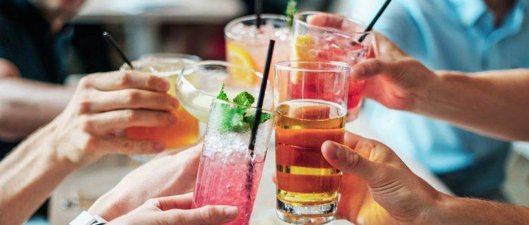Tips om de vrijdagmiddagborrel gezond door te komen
